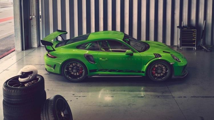 2018-Porsche-911-GT3-RS-2