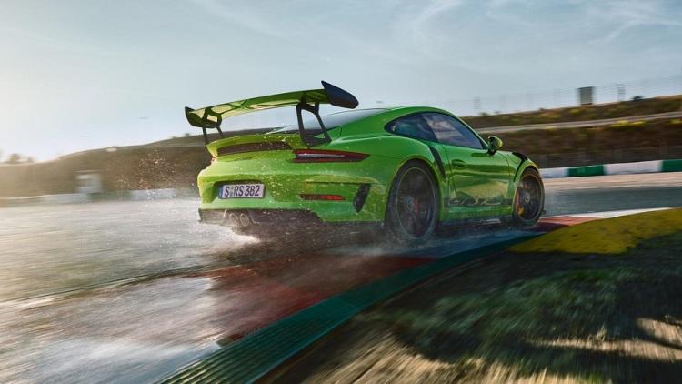 2018-Porsche-911-GT3-RS-4