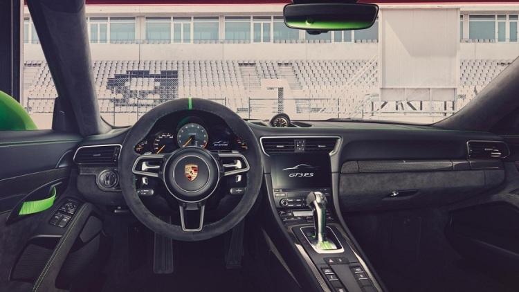 2018-Porsche-911-GT3-RS-5