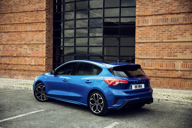 2019-Ford-Focus-ST-Line-1