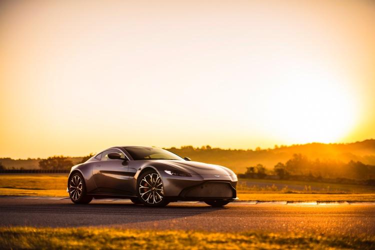 Aston-Martin-Vantage-1