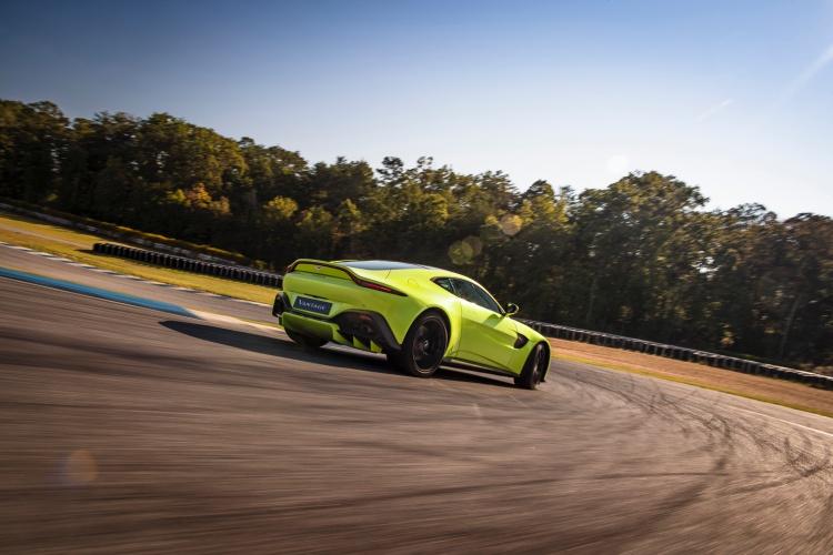 Aston-Martin-Vantage-8