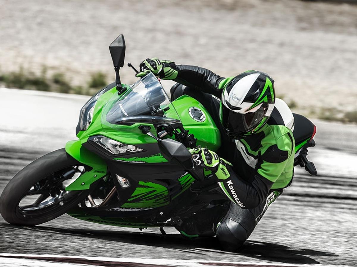 Kawasaki-Ninja-300-1