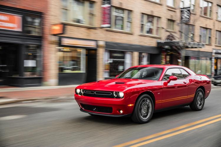 Dodge-Challenger-GT-AWD-4