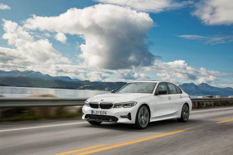 2019-BMW-3-Series-11