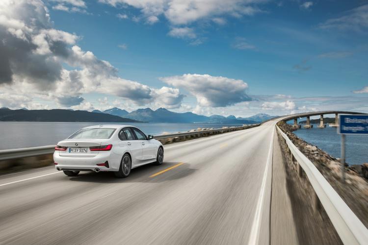 2019-BMW-3-Series-12