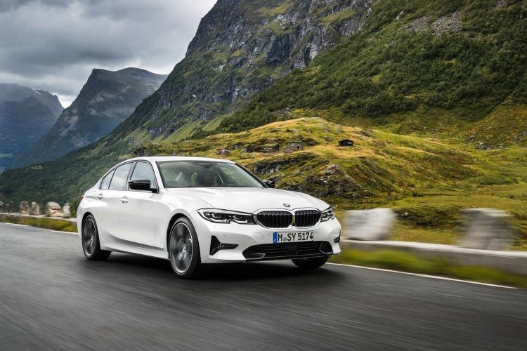 2019-BMW-3-Series-13