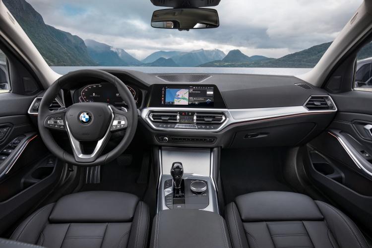 2019-BMW-3-Series-15