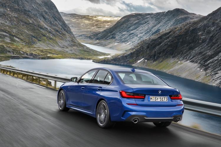 2019-BMW-3-Series-17