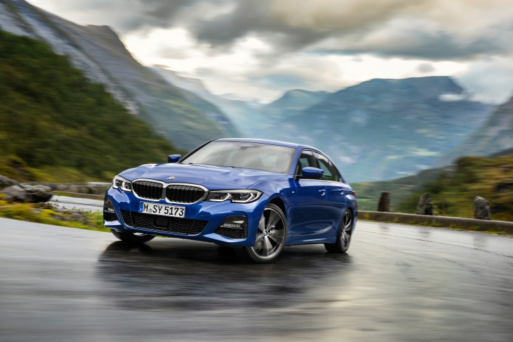 2019-BMW-3-Series-18