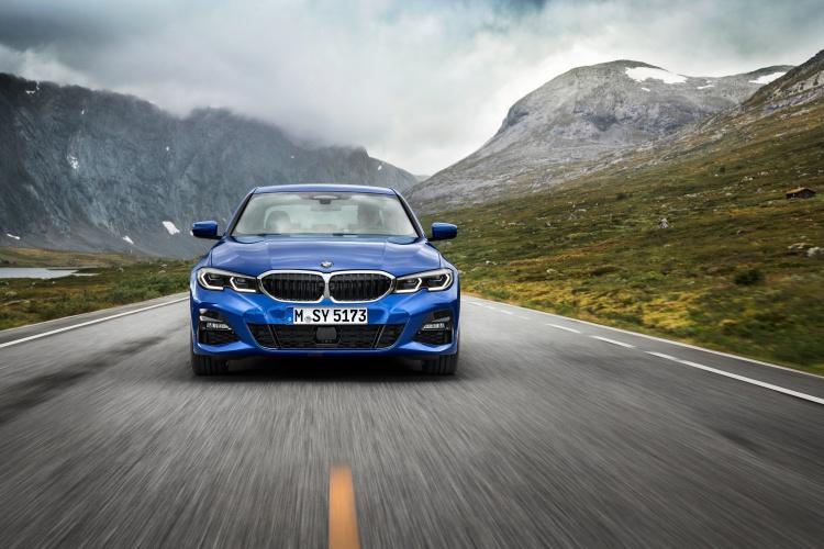 2019-BMW-3-Series-7