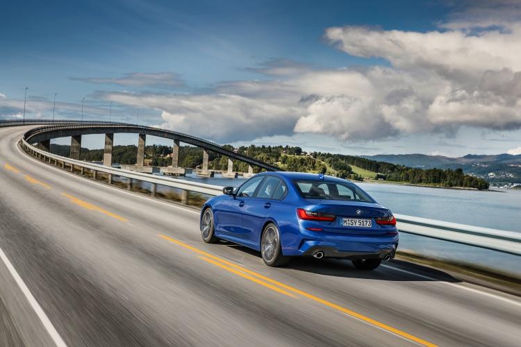 2019-BMW-3-Series-8