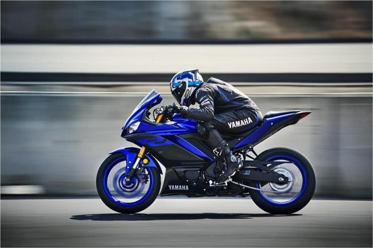 2019-Yamaha-YZF-R3-3