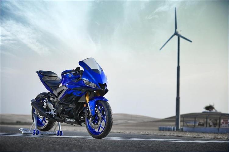 2019-Yamaha-YZF-R3-8