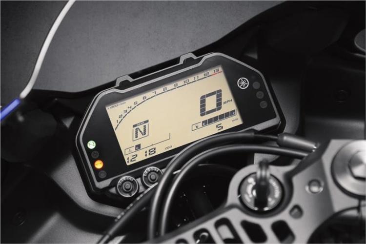 2019-Yamaha-YZF-R3-9