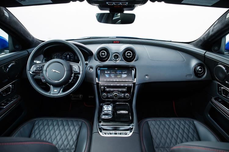 Jaguar-XJR575-15