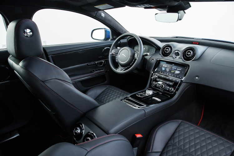 Jaguar-XJR575-16