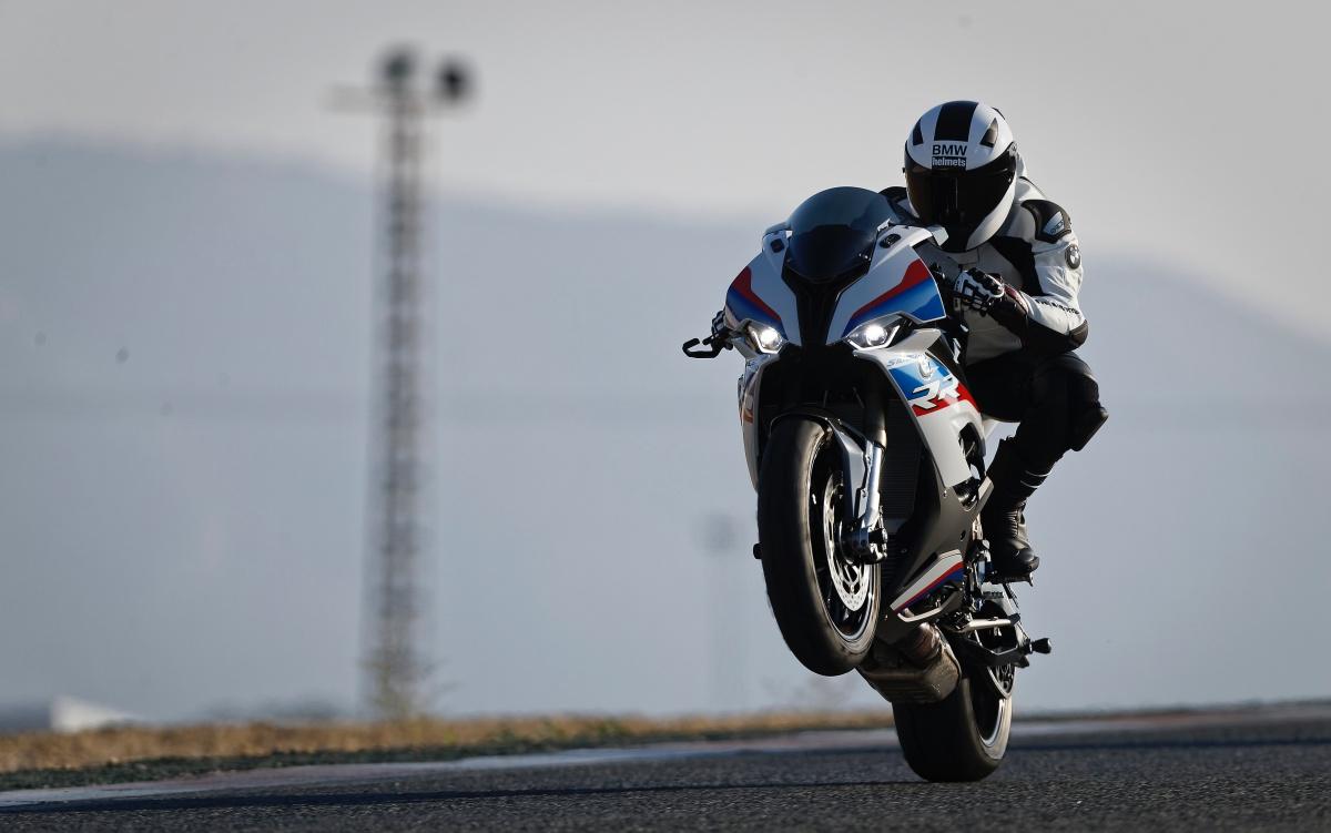 2019-BMW-S1000RR-7