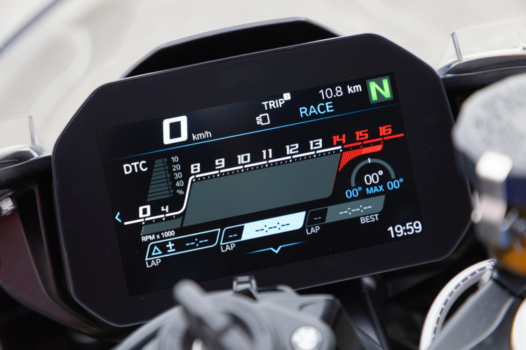 2019-BMW-S1000RR-Display-2