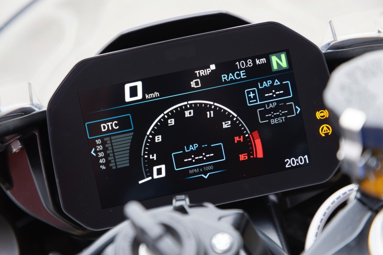 2019-BMW-S1000RR-Display-3