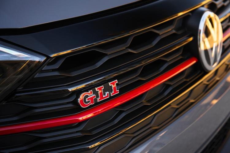 Volkswagen-Jetta-GLI-16