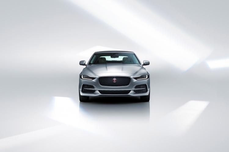 Jaguar-XE-4
