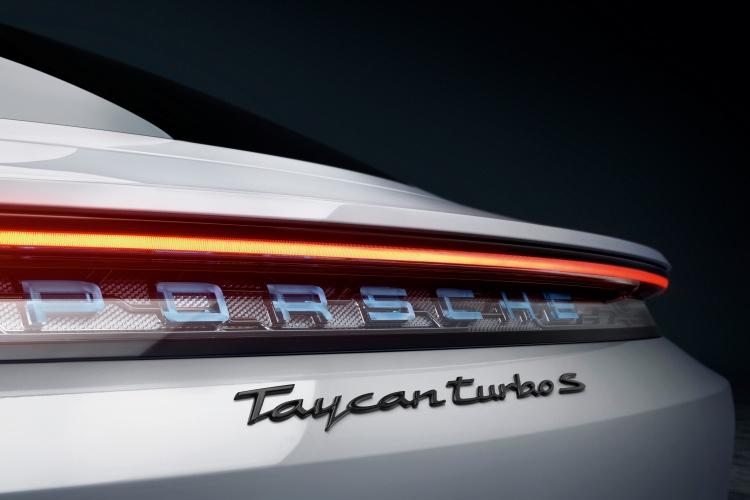 Porsche-Taycan-12