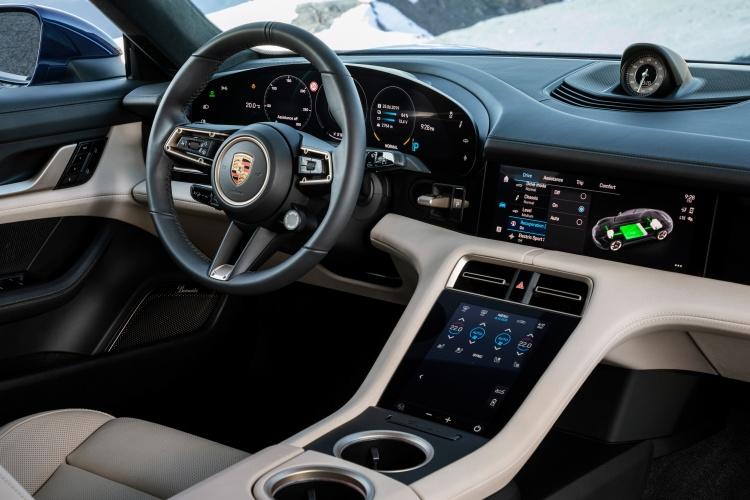 Porsche-Taycan-15