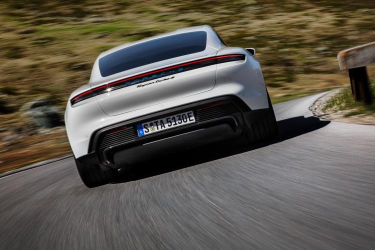 Porsche-Taycan-26