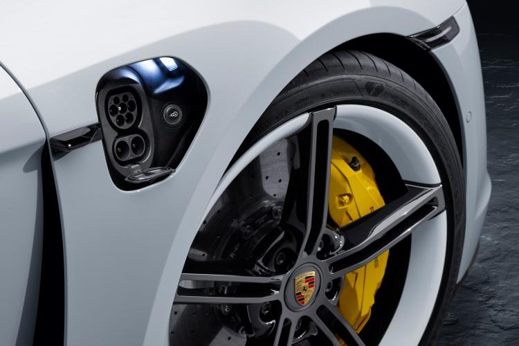 Porsche-Taycan-5