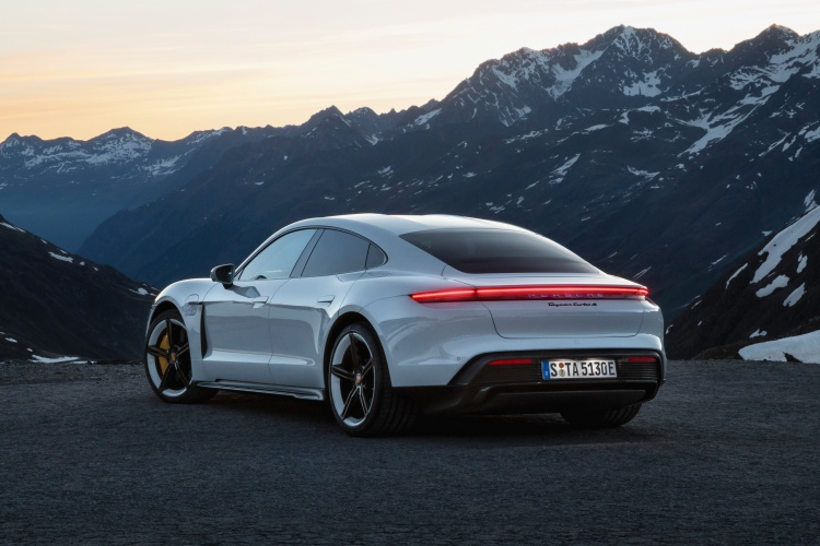 Porsche-Taycan-6