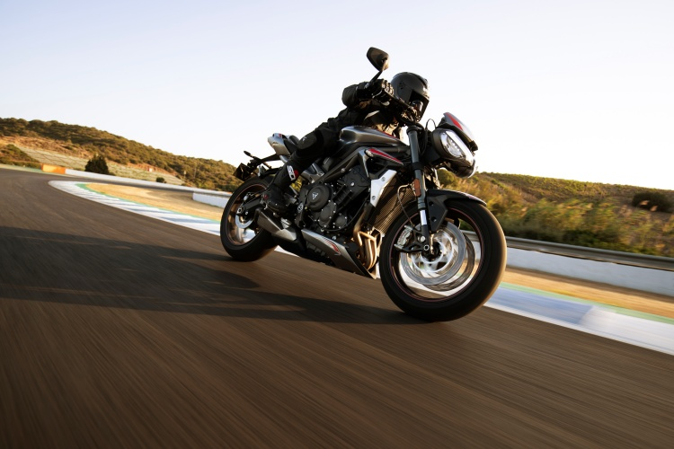 2020-Triumph-Street-Triple-RS-11