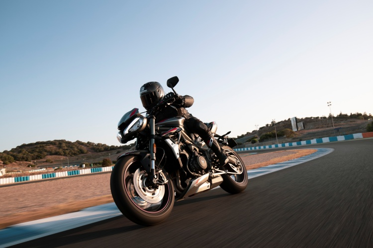 2020-Triumph-Street-Triple-RS-12