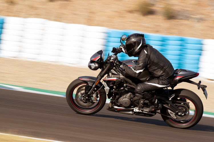 2020-Triumph-Street-Triple-RS-18