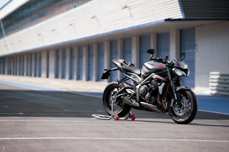 2020-Triumph-Street-Triple-RS-24