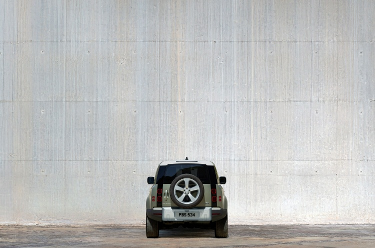 Land-Rover-Defender-19