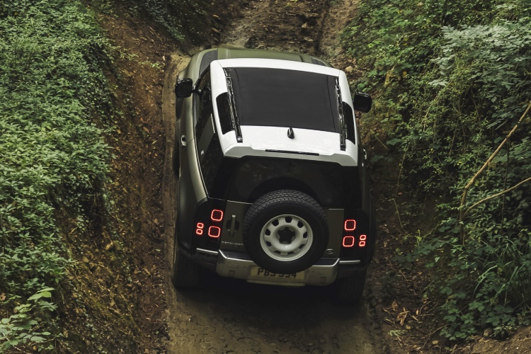 Land-Rover-Defender-61