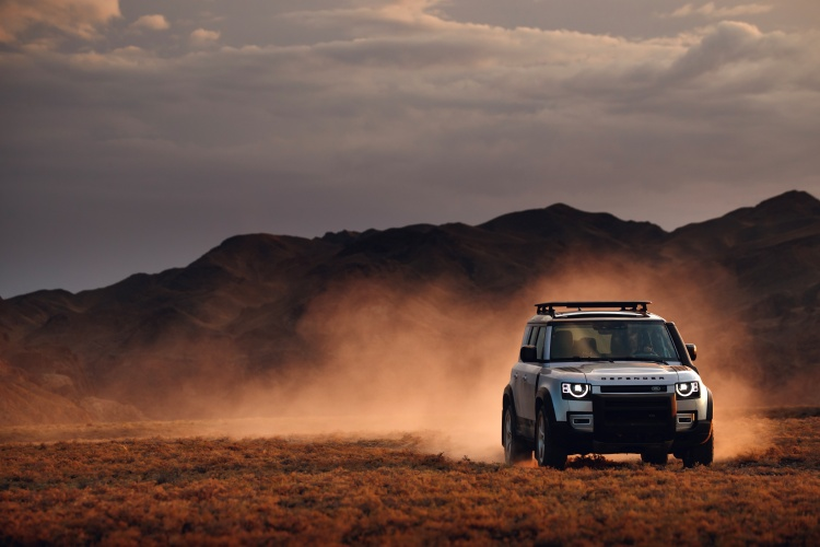 Land-Rover-Defender-63