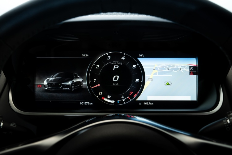 2020-Jaguar-F-Type-Interior-Instrument-Console-2
