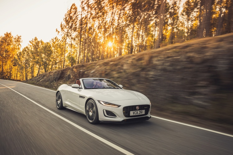 2020-Jaguar-F-Type-R-Dynamic-Exterior-Fuji-White-6