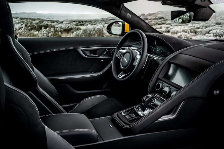 2020-Jaguar-F-Type-R-Interior-3