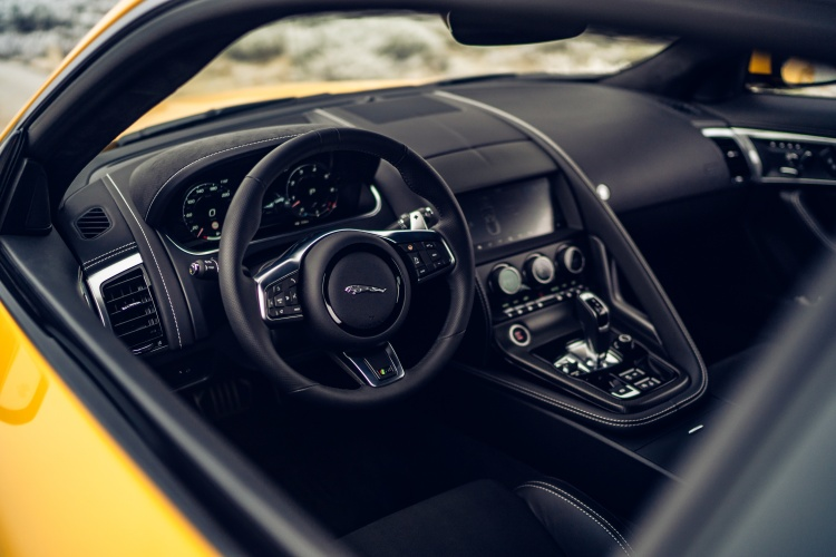 2020-Jaguar-F-Type-R-Interior-4