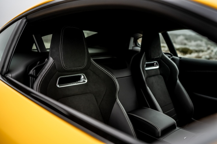2020-Jaguar-F-Type-R-Interior-5