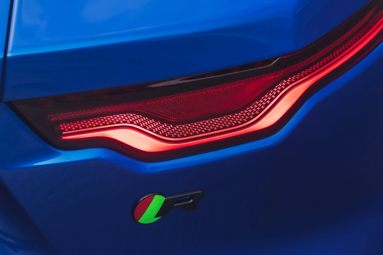 2020-Jaguar-F-Type-Taillight